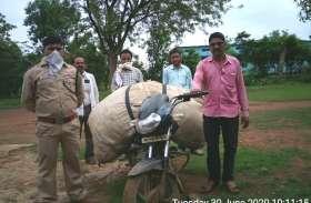 तेंदूपत्ता का अवैध परिवहन करते पकड़ाया आरोपी