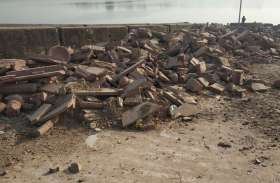 चंबल नदी किनारों के सौंदर्यकरण को लगा ग्रहण, मलबे में बदल गया 50 लाख की छतरियों का निर्माण