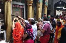सावन के पहले सोमवार पर शिव मंदिरों में भक्तों की भीड़