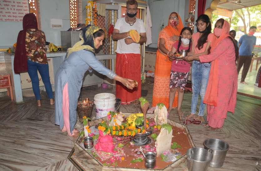 Worship: शिवालयों में पूजा-अर्चना, हर-हर महादेव जयकारे