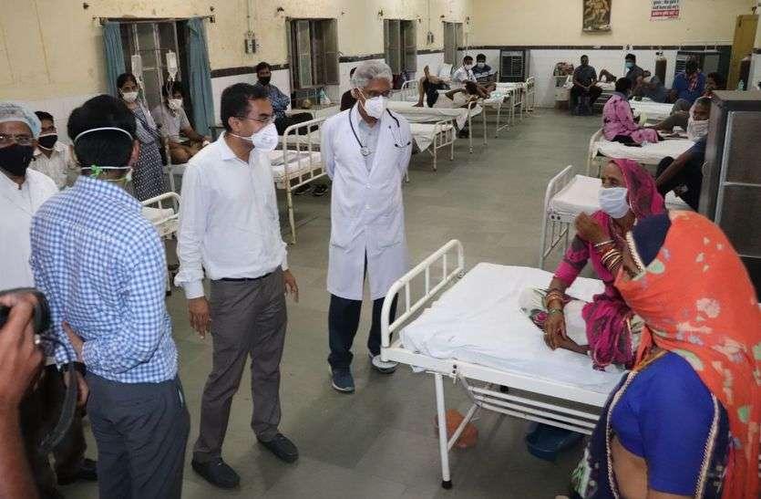 कार्यभार संभाला और निकल पड़े चिकित्सा व्यवस्थाओं का जायजा लेने