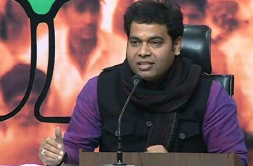 कानपुर इनकाउंटर में मथुरा के शहीद जितेन्द्र कुमार का बलिदान व्यर्थ नहीं जाएगा, ऊर्जामंत्री ने परिजनों को दिए एक करोड़ रुपए