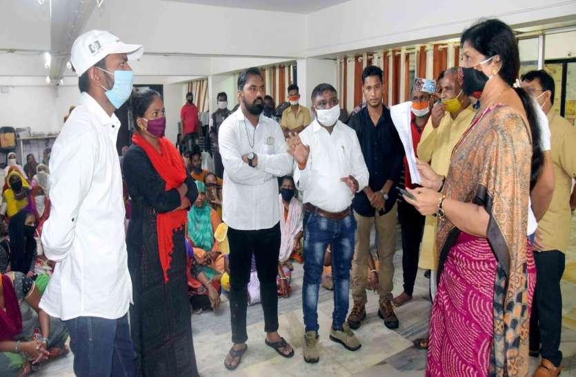 वडोदरा : संजयनगर के स्थानीय लोगों ने किया प्रदर्शन