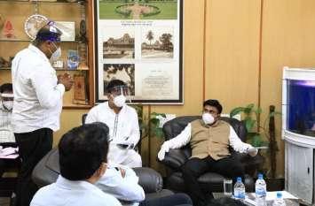 अग्रिम मोर्चे पर तैनात स्वास्थ्यकर्मियों को जोखिम भत्ता देने पर विचार : डॉ. सुधाकर
