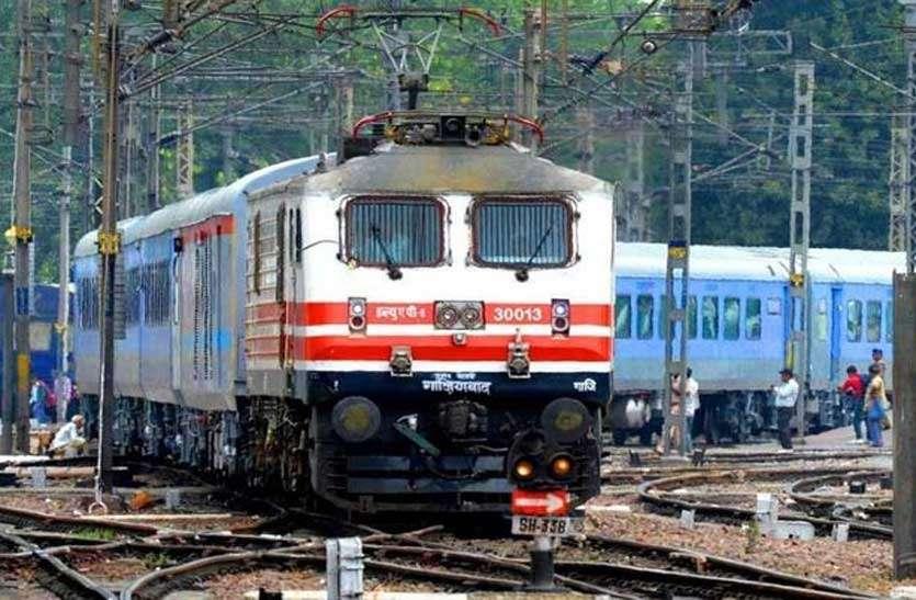 इंदौर-खजुराहो एक्सप्रेस ट्रेन को प्रयागराज व अंबेडकरनगर तक बढ़ाया, इन स्टेशनों पर होगा स्टाप