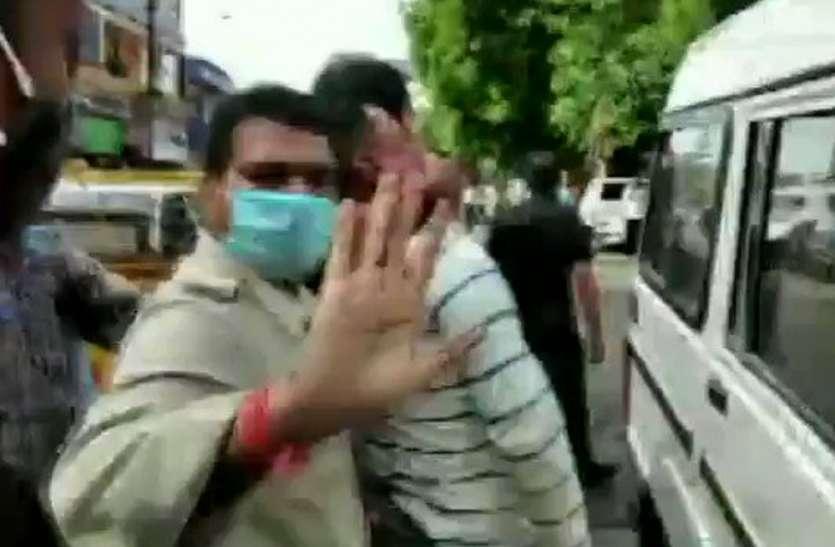 विकास दूबे की गिरफ्तारी पर प्रियंका गांधी, अखिलेश यादव और ओमप्रकाश राजभर ने कहा, गिरफ्तारी है या आत्मसमर्पण