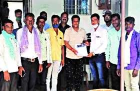 12वीं तक ही पढऩे मजबूर हैं मुढ़ीपार के छात्र, कॉलेज खोलने की मांग को लेकर ग्रामीण मिले विधायक से ...