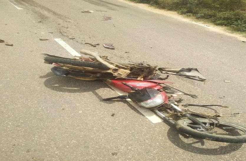 बाइक असंतुलित होकर पेड़ से भिड़ी, दो युवकों की मौत
