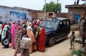 पुलिस को घेरकर ग्रामीणों और महिलाओं ने दो आरोपियों को छुड़वाया, कहा बिना छोड़े जाने नहीं देंगे