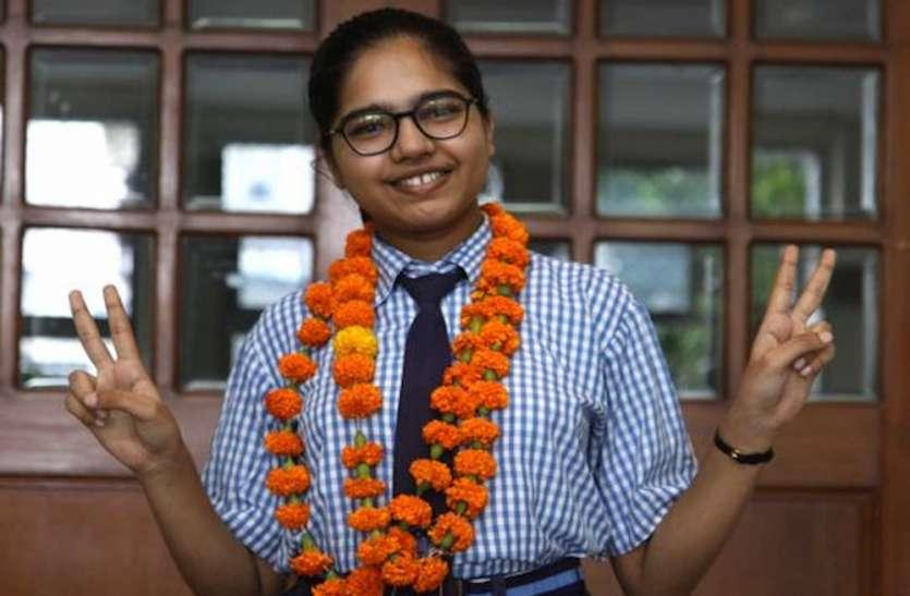 CBSE Result 2020: परीक्षा में 600 में से 600 अंक लाने वाली दिव्यांशी जैन हैं इंडिया टॉपर, इतिहास में रिसर्च कर बनाना चाहती हैं करियर