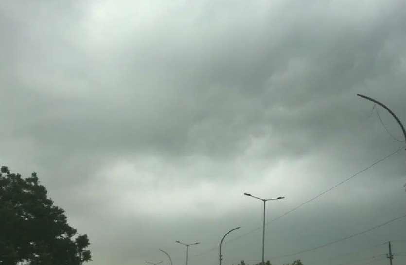 दिन में तेज धूप, कहीं खंड वर्षा, उमस से बेहाल जनजीवन