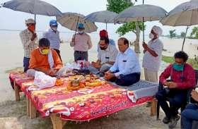 Ground Report वाह रे अफसर, बाढ़ से बचाव का उपाय करने के बजाय करा रहे पूजा पाठ, बस्ती में सरयू की दहशत