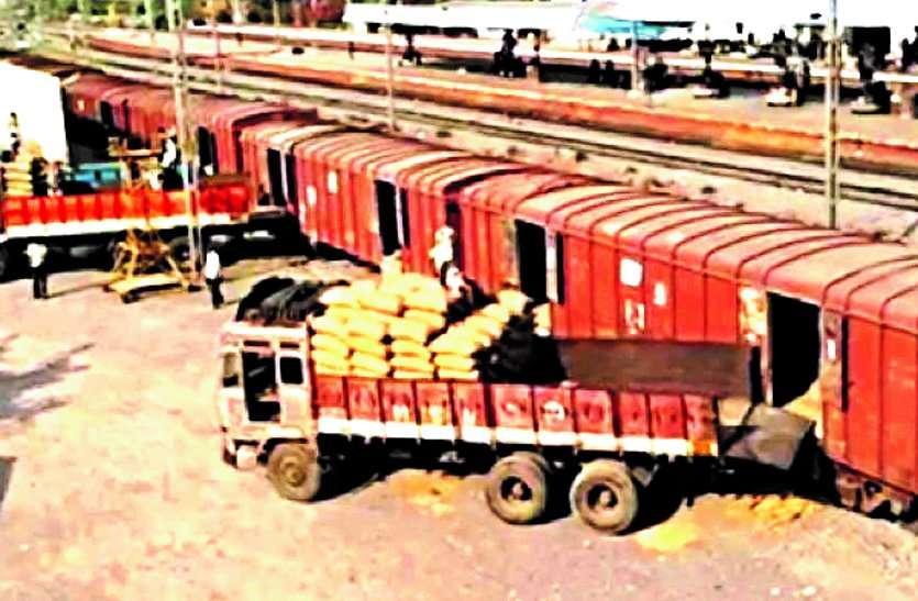 माल लदान के लिए व्यापारियों को लुभा रहा रेलवे