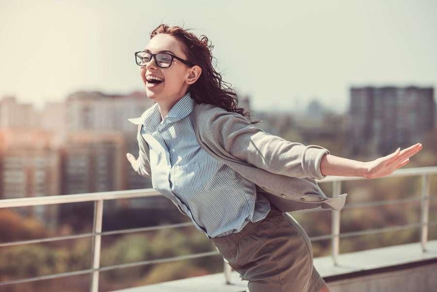 झूठी मुस्कान से भी हमारे दिमाग और शरीर रहते हैं स्वस्थ और ऊर्जासे भरपूर!