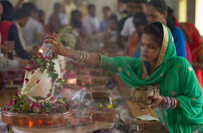 Mahashivratri 2021: महाशिवरात्रि पर भगवान शिव को बेलपत्र चढ़ाने से धन की दिक्कत होगी हमेशा के लिए दूर