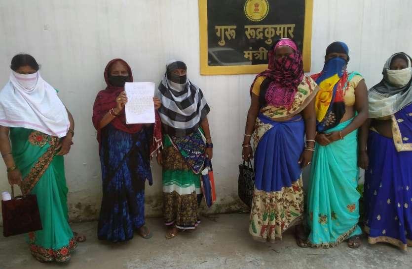स्थानीय विधायक से मिलने भिलाई-तीन से रायपुर तक धक्का खाता रहा  रहा 23 परिवार