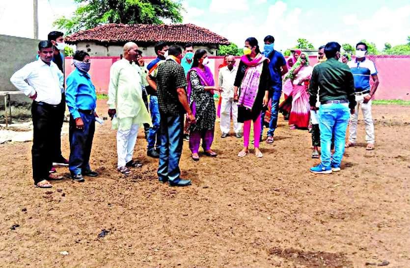 टोलागांव में आज से शुरू होगी गोबर की खरीदी, फिलहाल गौठानों में खरीदी के बाद वर्मी कंपोस्ट किया जाएगा तैयार ...