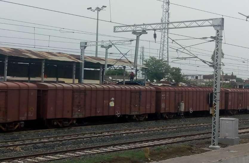 यात्री ट्रेनें नहीं चल रही तो बढ़ गई गुड्स ट्रेनों की स्पीड
