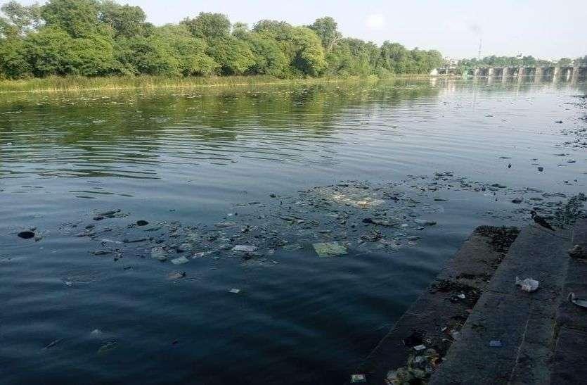 ये कैसी स्वच्छता, किस नदी तट पर लगा गदंगी का ढेर