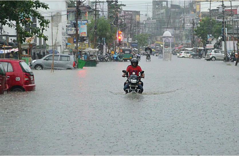 बिहार: वज्रपात से 24 घंटे में डेढ़ दर्जन लोगों की मौत, बारिश से हालात होते जा रहे बदतर