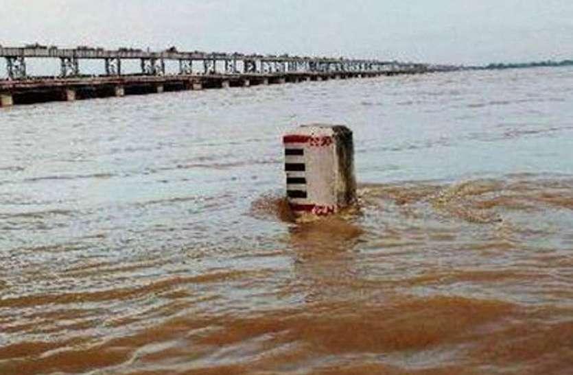 लगातार बारिश से खतरे के निशान पर आ रहीं नदियां, बाढ़ को लेकर हाई अलर्ट जारी
