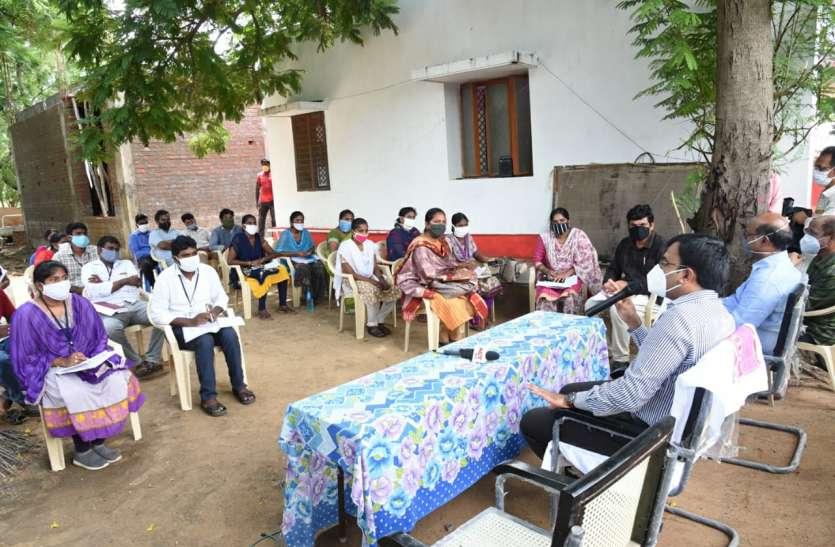 ग्रामीणों को कोरोना संक्रमण के प्रति जागरूक करें : कलक्टर