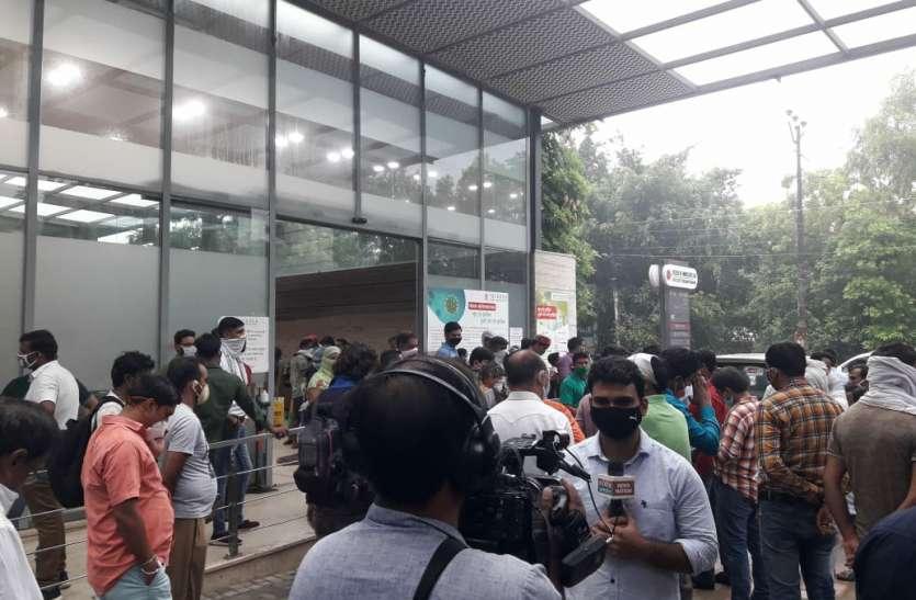 पत्रकार हत्याकांड: परिजनाें काे 10 लाख रुपये की मदद करेगी सरकार, एक सदस्य काे नाैकरी का वादा