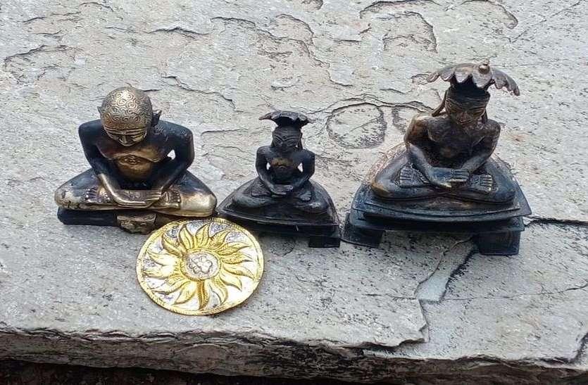 कुएं से बरामद जैन मंदिर से चुराई मूर्तियां