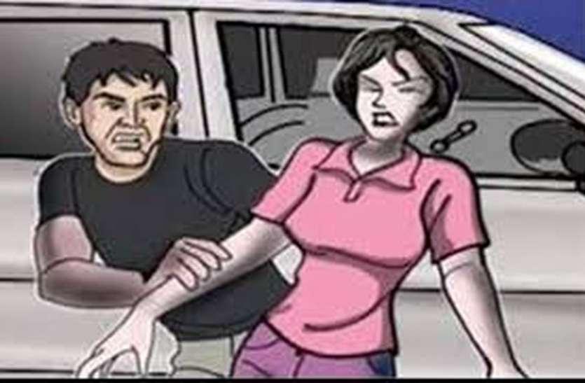 Misunderstanding : महिला ने शोर मचाया और लोगों ने पुलिसवाले को ही घेर लिया जानिए क्यों ?