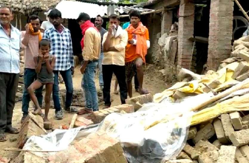 रायबरेली में घर की सफाई कर रहे पति- पत्नी की दीवार गिरने से गर्भवती महिला की दबने से दर्दनाक मौत,पति घायल