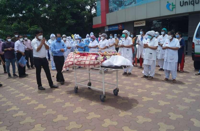 Surat News : एक और फ्रंट फाइटर मेल नर्स की कोरोना से मौत