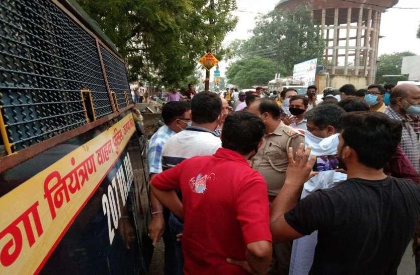 पुलिस के दंगा नियंत्रक वाहन ने साइकिल सवार व्यापारी को कुचला, हंगामा