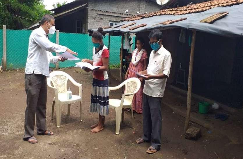 Mumbai News : जनजातीय क्षेत्र में अनोखी पहल :  घर-घर पहुंच पढा रहे हैं शिक्षक