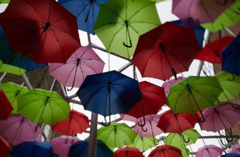 इस बार महंगे हुए छाते, बारिश के साथ ही छातों की बिक्री शुरू