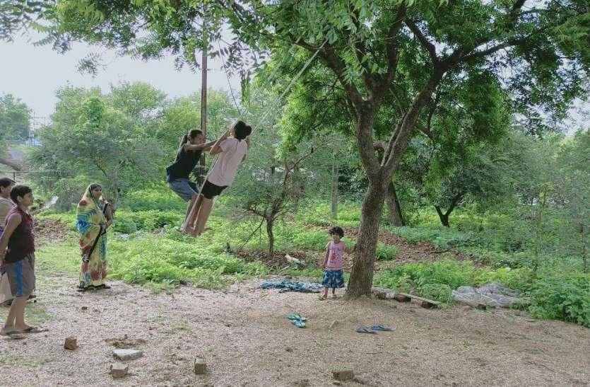 घर-आंगन, बगीचों में बीते जमाने की बात हो गई सावन के झूले