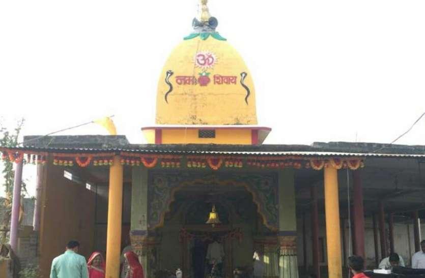 सावन सोमवार-  बालागांव के बालेश्वर महादेव मंदिर में एक ही स्थान पर होते है 12 ज्योतिर्लिंग के दर्शन