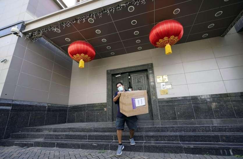 चीन ने Houston का लिया बदला, चेंगदू के दूतावास में अमरीकी ध्वज को उतारा