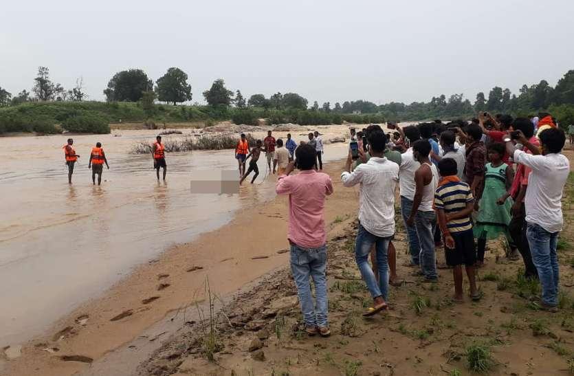 एनीकट से फिसलकर नदी में बहे किशोर का 50 घंटे बाद मिला शव, पसर गया मातम