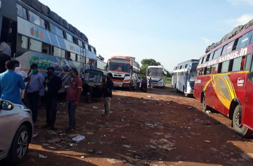 सूरत से राजस्थान महाराष्ट्र जाने वाली डेढ़ सौ बसों के थमे पहिए