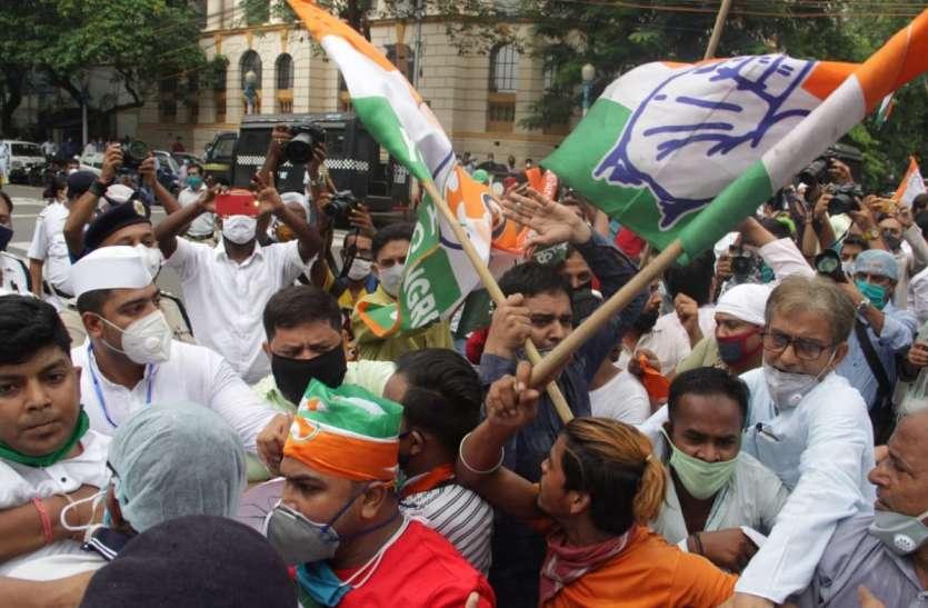 राजस्थान प्रकरण पर कोलकाता में राजभवन के सामने प्रदेश कांग्रेस के कार्यकर्ताओं ने कित्या विरोध प्रदर्शन