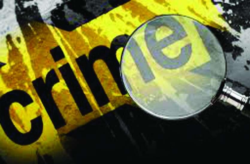 -नकाबपोश लूटेरे घर में घुसे, महिला को बंदूक दिखा साढ़े तीन लाख का सामान लूटा