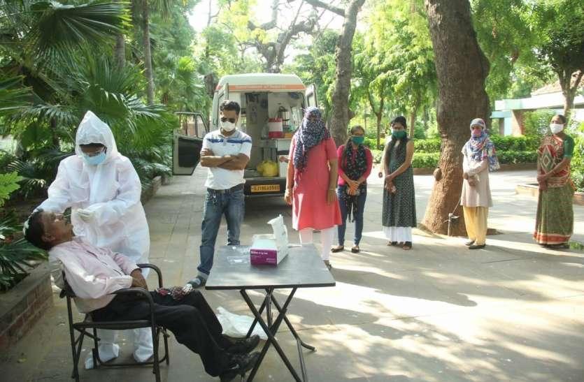 Gujarat: कोरोना से 21 मरीजों ने दम तोड़ा, 21 हजार से ज्यादा टेस्ट