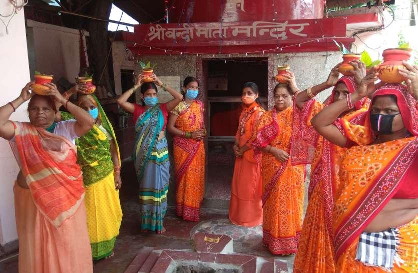 बन्दी माता मन्दिर डालीगंज में कलश यात्रा के साथ शुरु हुआ शतचण्डी महायज्ञ
