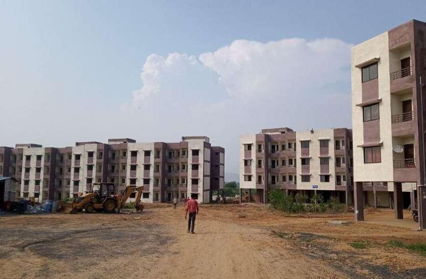 6354 आवास में से केवल 1476 ही तैयार हुए 2851 का निर्माण नहीं हुआ शुरु