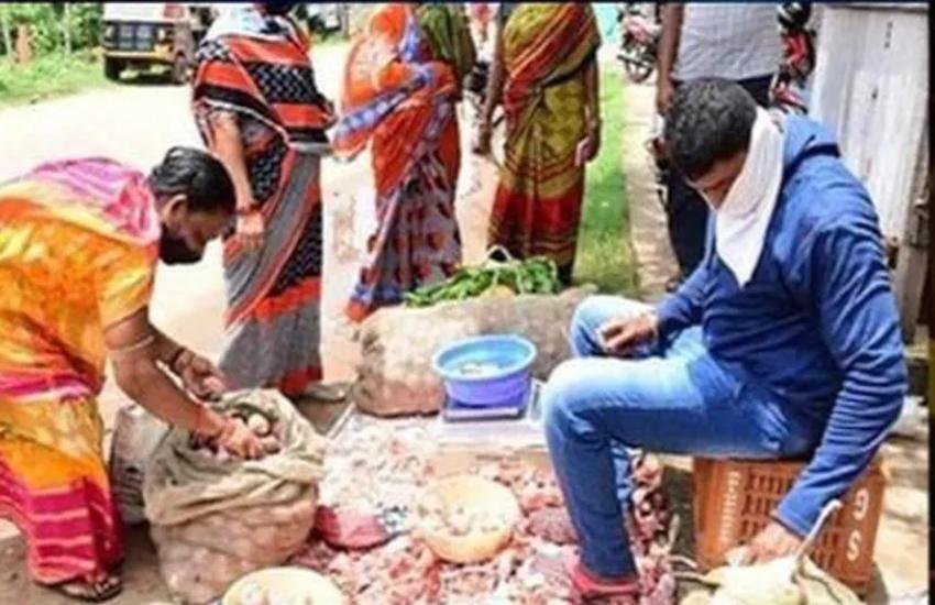 लॉकडाउन में अक्षय कुमार के इस को-स्टार की हुई ऐसी हालत, सड़कों पर बेच रहा सब्जी