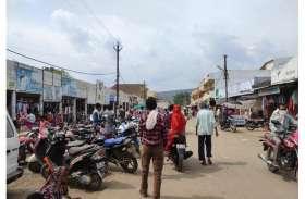 लॉकडाउन के एक दिन पहले बाजार मेें उमड़ी भीड़