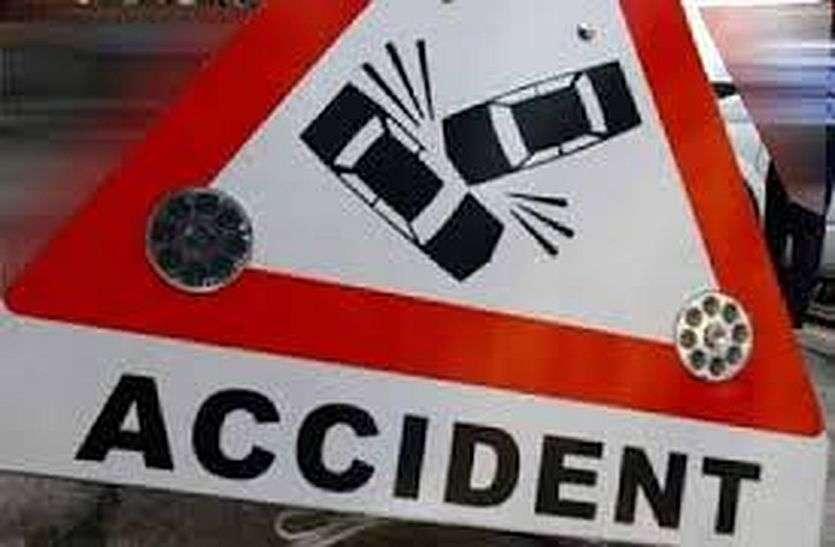दर्दनाक हादसा: ट्रेलर ने बाइक को रौंदा, पति, पत्नी और पुत्र की मौत, जैजैपुर से आए थे कोरबा