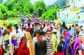 आस्था के आगे गायब कोरोना का डर, शिव मंदिरों में लगी भक्तों की भीड़