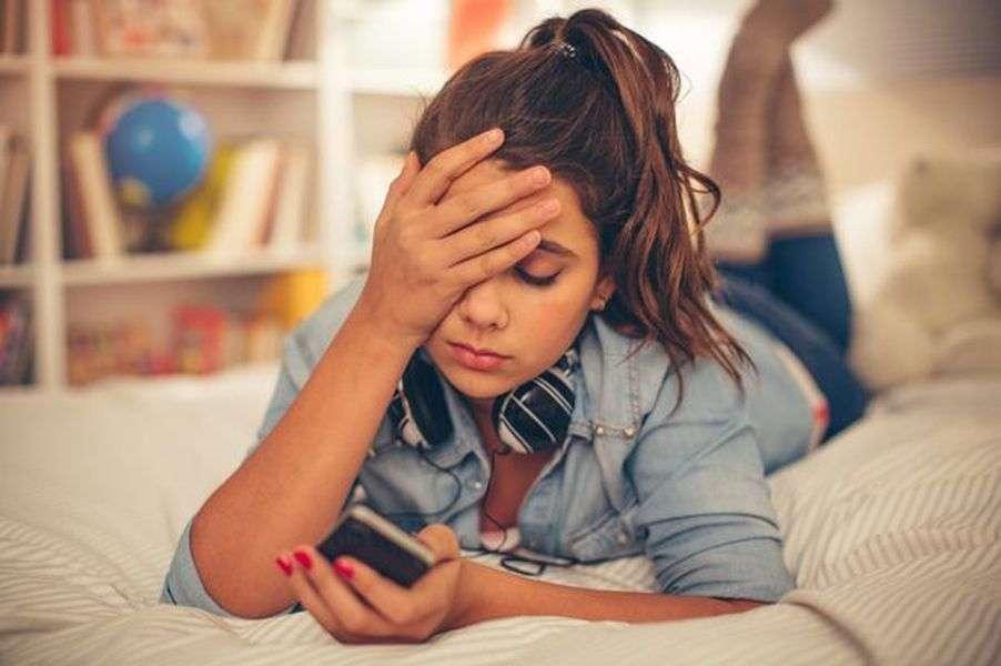 अगर आप भी महसूस करते हैं ये लक्षण तो हो जाइये सावधान, यह डिप्रेशन हो सकता है