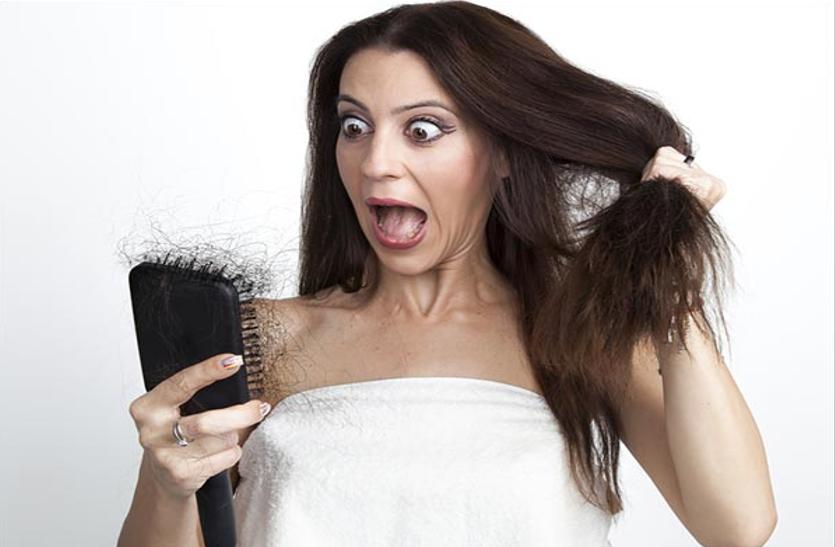 बारिश के मौसम में झड़ते बालों की समस्या के लिए करें ये आयुर्वेदिक उपाय